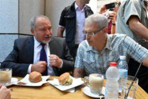 izraelinfo liberman a merenylet helyszinen